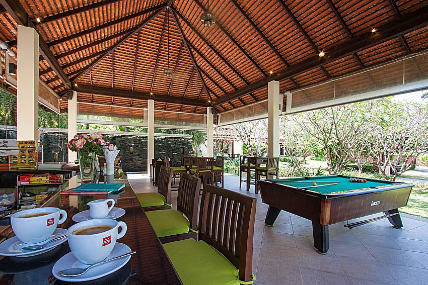 Bar and pool table Maprow Palm Villa No. 10 in Samui