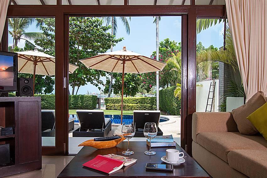 Living room with TV Blossom Dew Villa C in Samui