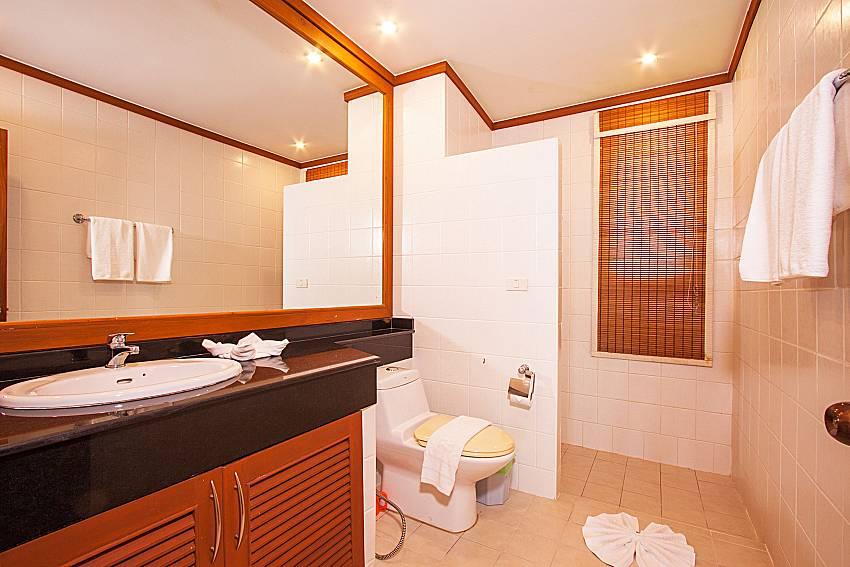 Toilet Ban Talay Khaw O11 in Koh Samui