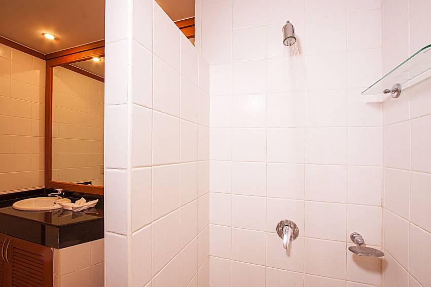 Shower Ban Talay Khaw O11 in Koh Samui