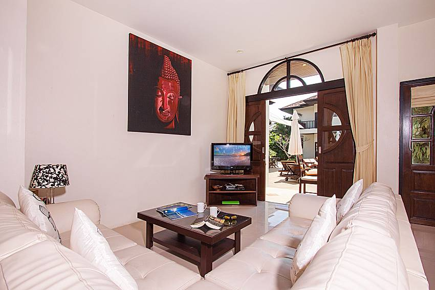 Living room with TV Maprow Palm Villa No. 2 in Koh Samui