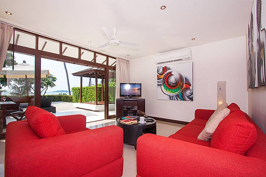 Living room with TV Blossom Dew Villa D in Koh Samui