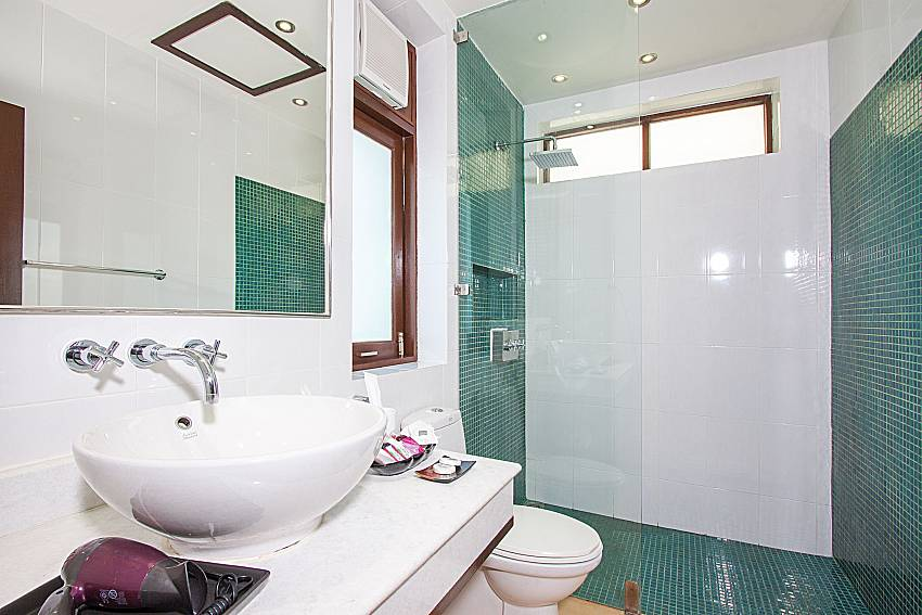 Bathroom with shower Blossom Dew Villa D in Koh Samui
