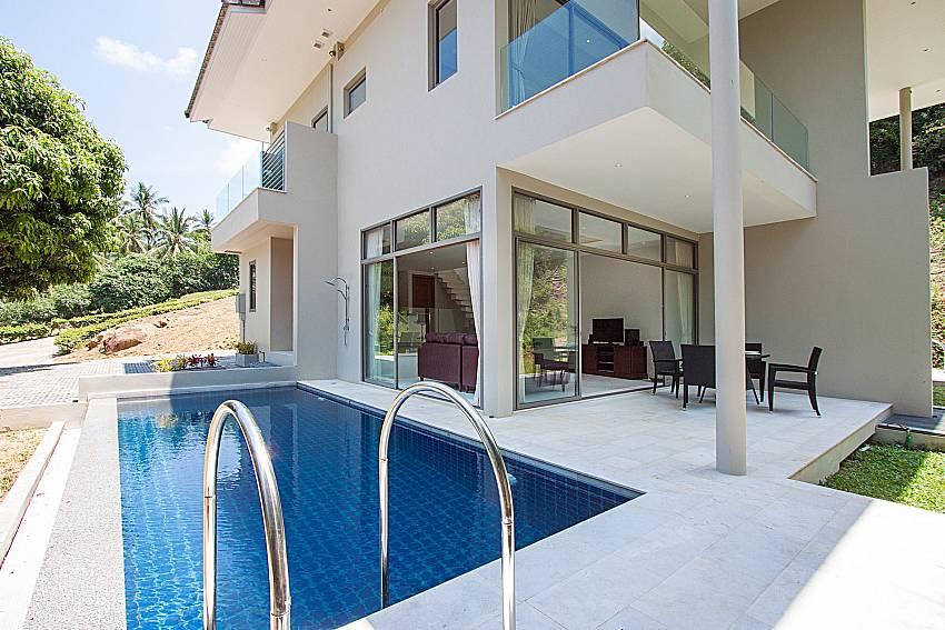 Swimming pool and property Triumph Villa in Samui