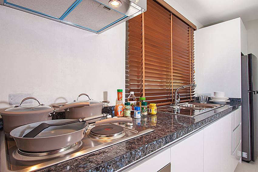 kitchen with breakfast bar Triumph Villa in Samui