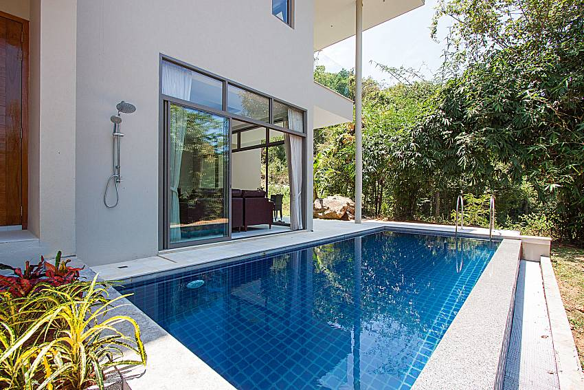 Swimming pool and property Triumph Villa in Samui