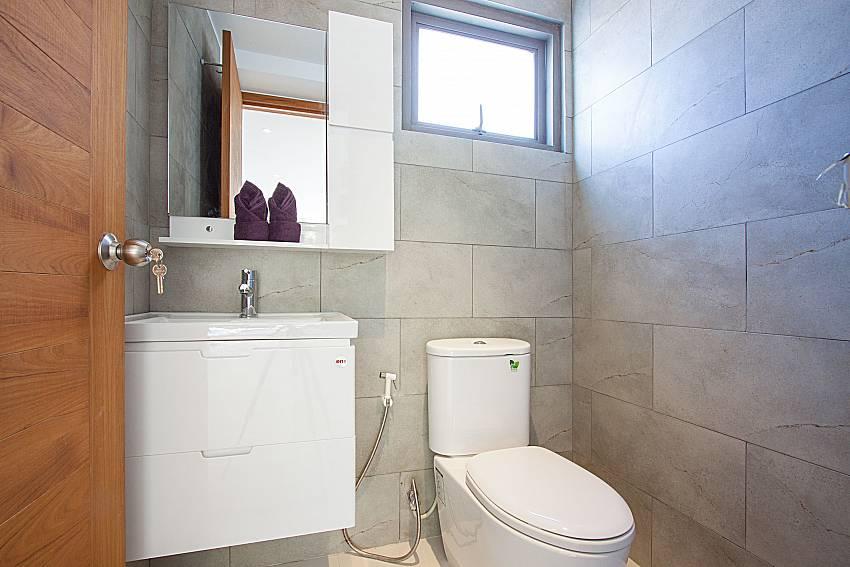 Toilet Triumph Villa in Samui