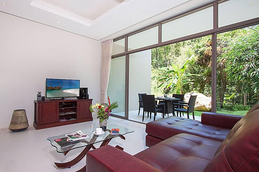 Living room with TV Triumph Villa in Samui
