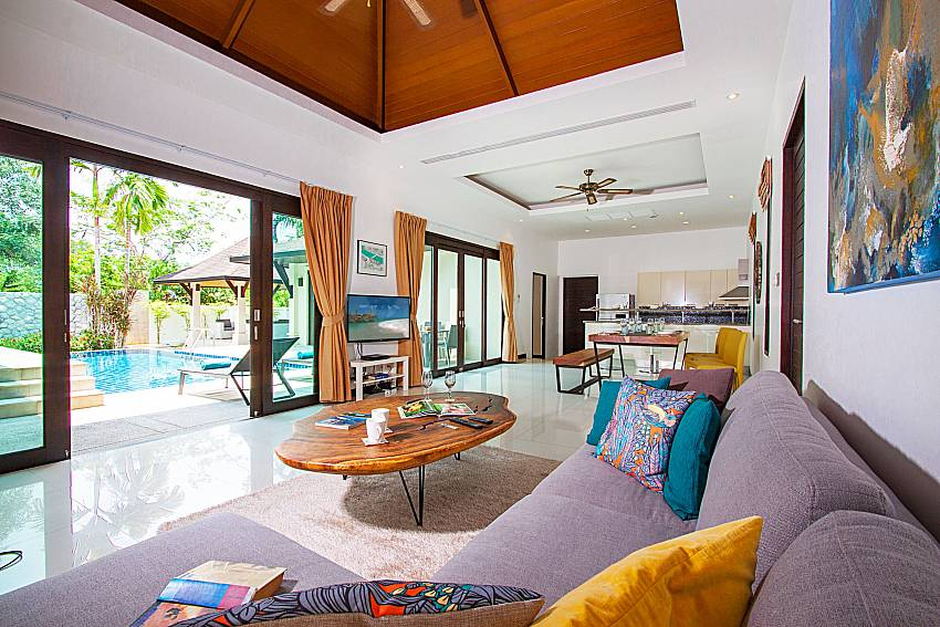 Living room with TV Villa Rachana in Phuket