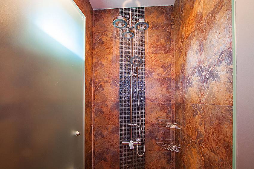 Shower Villa Rachana in Phuket