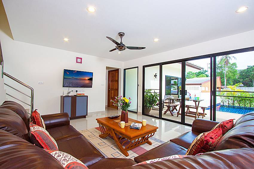Living room with TV Villa Tallandia in Rawai Phuket