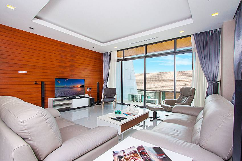 Living room with TV Villa Yamini in Rawai Phuket