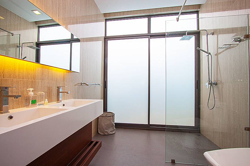Bathroom with shower Villa Yamini in Rawai Phuket