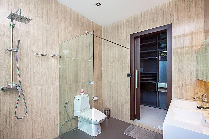 Bathroom with shower Villa Yamini in Rawai Phuket