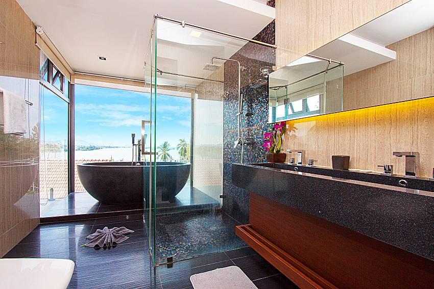 Bathroom Villa Yamini in Rawai Phuket