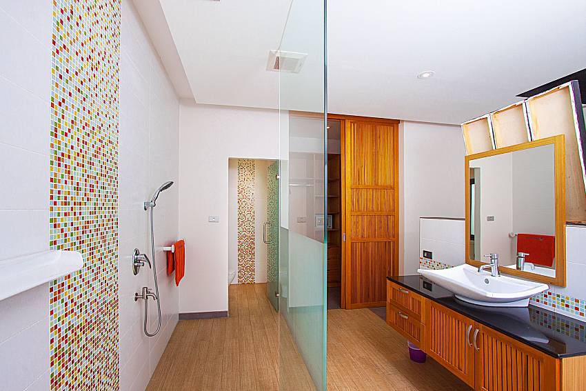 Bathroom with shower Villa Elina in Phuket