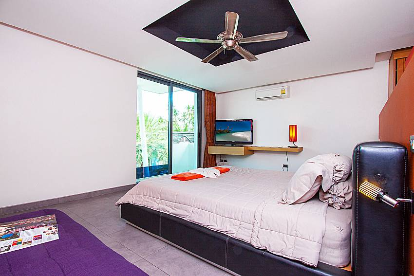 Bedroom with TV Villa Elina in Phuket