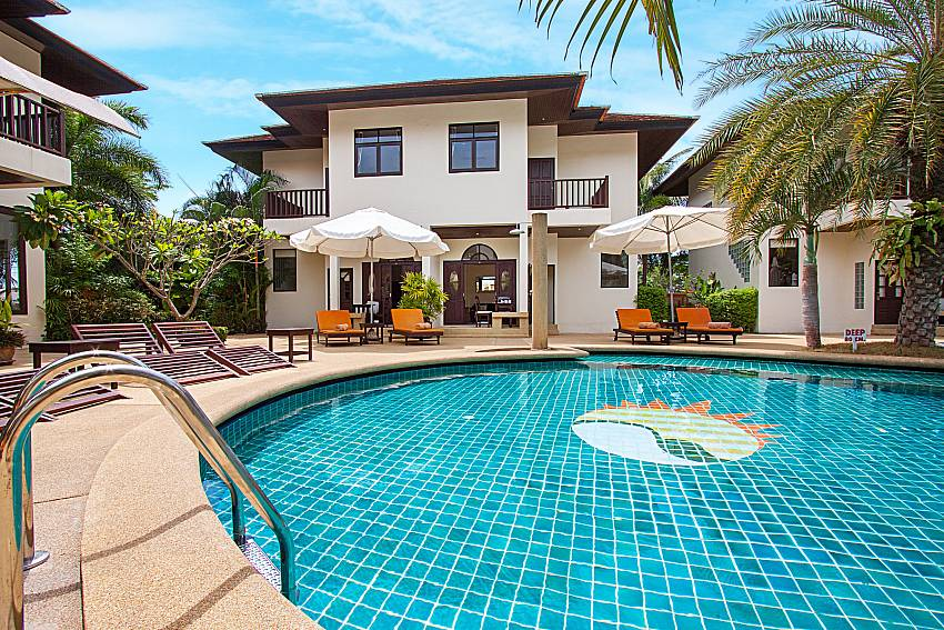 Swimming pool and property Maprow Palm Villa No. 9 in Samui