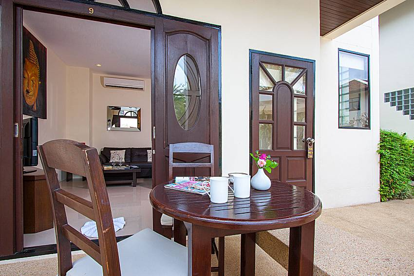 Seat and table Maprow Palm Villa No. 9 in Samui