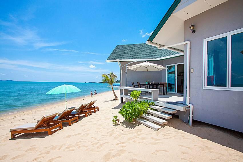 Sun bed on the beach Interstellar Beachfront Villa B in Samui