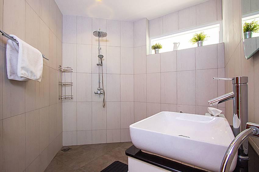 Bathroom with shower Interstellar Beachfront Villa B in Samui
