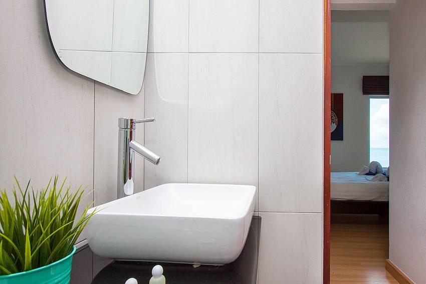 Bathroom Interstellar Beachfront Villa B in Samui