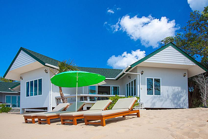 Sun bed and property Interstellar Beachfront Villa A in Samui