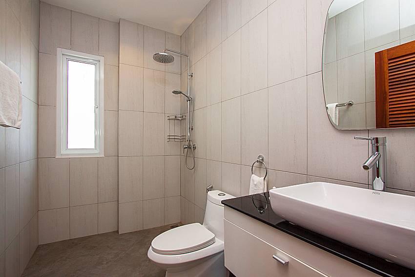Bathroom with shower Interstellar Beachfront Villa A in Samui