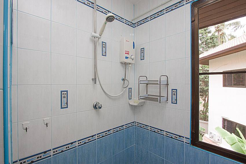 Shower Wan Hyud Villa at Chaweng in Samui