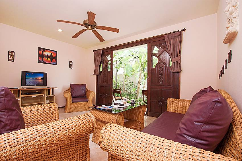 Living room with TV Wan Hyud Villa No.204 at Chaweng in Samui