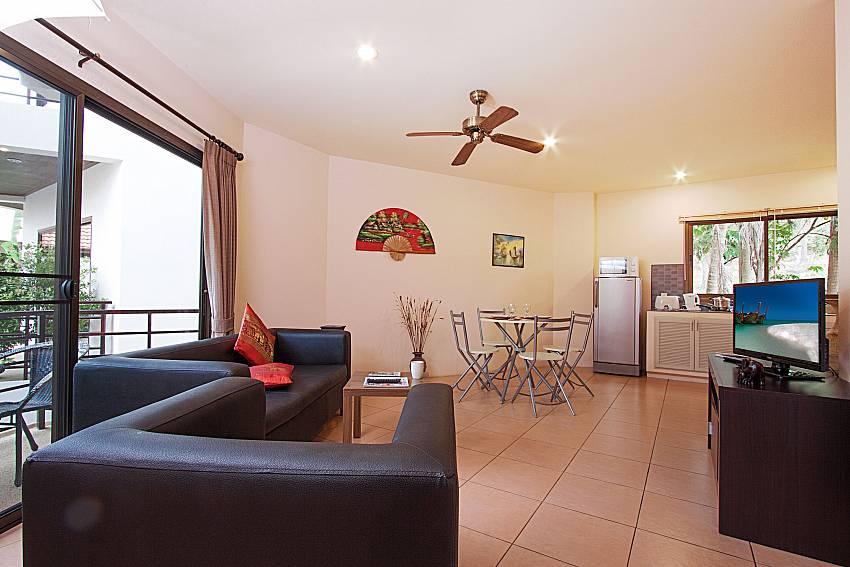 Living room with TV Wan Hyud Villa No.103 at Chaweng in Samui