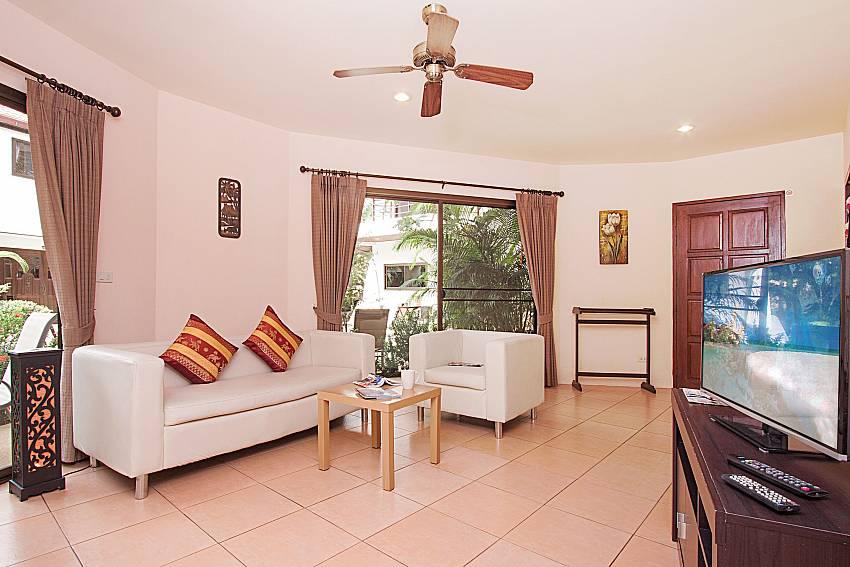 Living room with TV Wan Hyud Villa No.101 at Chaweng in Samui