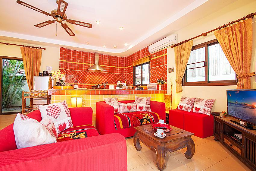 Living room with TV Villa Kaipo in Phuket