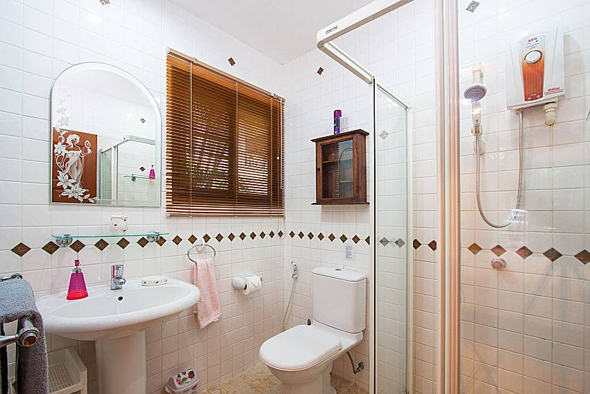 Bathroom with shower Villa Kaipo in Phuket