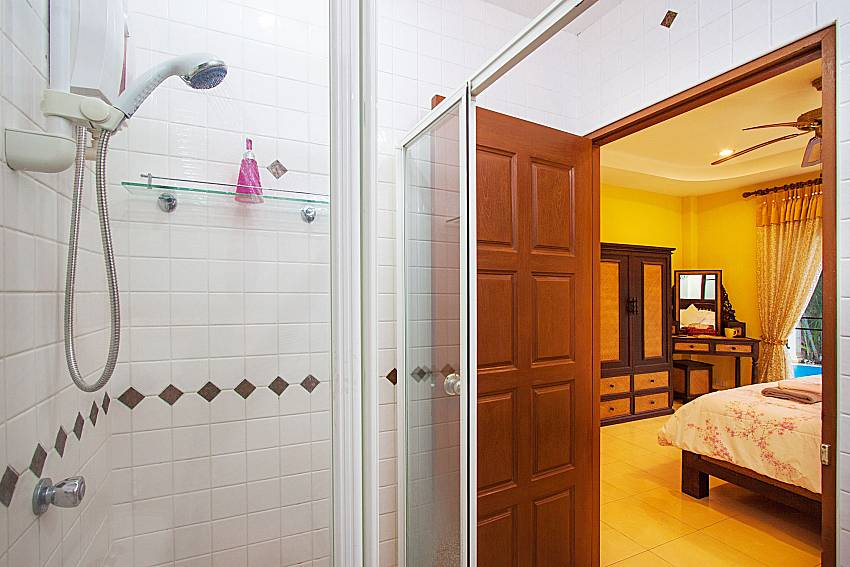Shower Villa Kaipo in Phuket