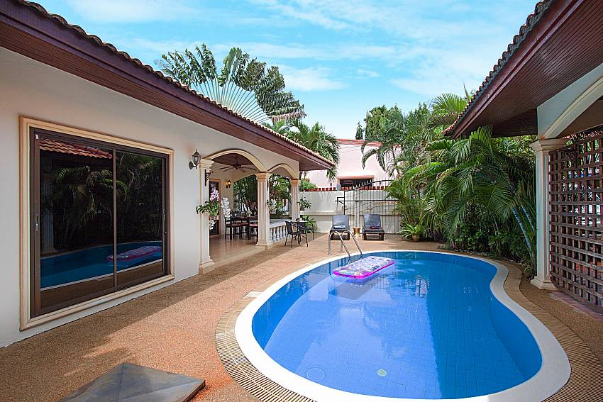Swimming pool and property Villa Genna in Rawai Phuket