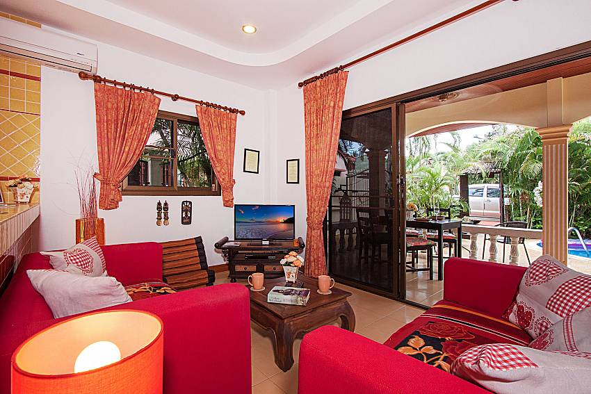 Living room with TV Villa Genna in Rawai Phuket