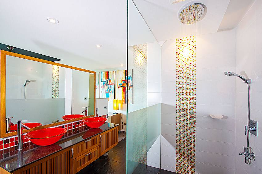 Bathroom and shower Villa Fullan in Phuket