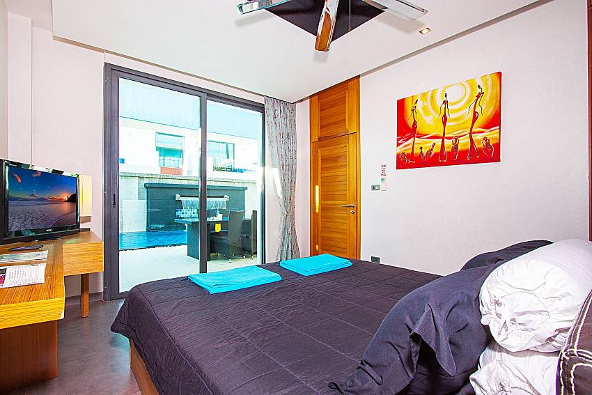 Bedroom with TV Villa Fullan in Phuket