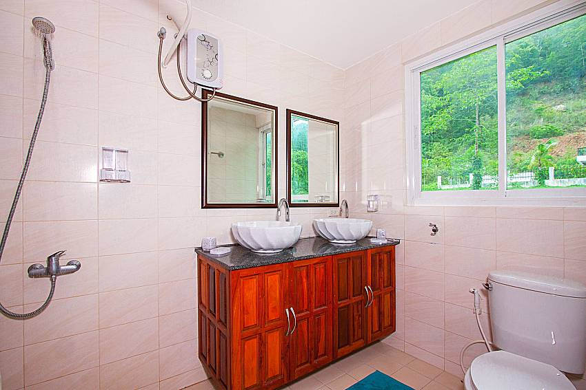 Bathroom with shower Villa Niyati in Phuket