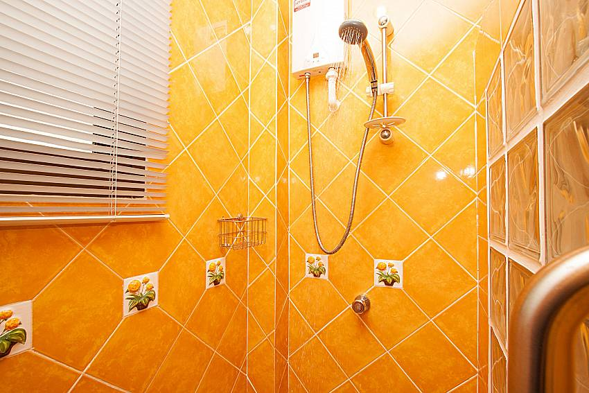 Shower Villa Maiki at Rawai in Phuket