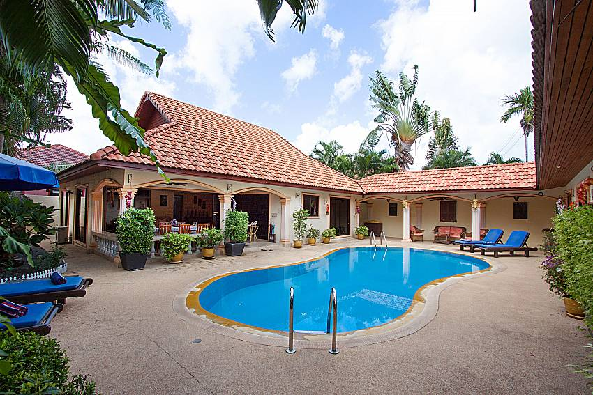 Swimming pool and property Villa Oditi in Phuket