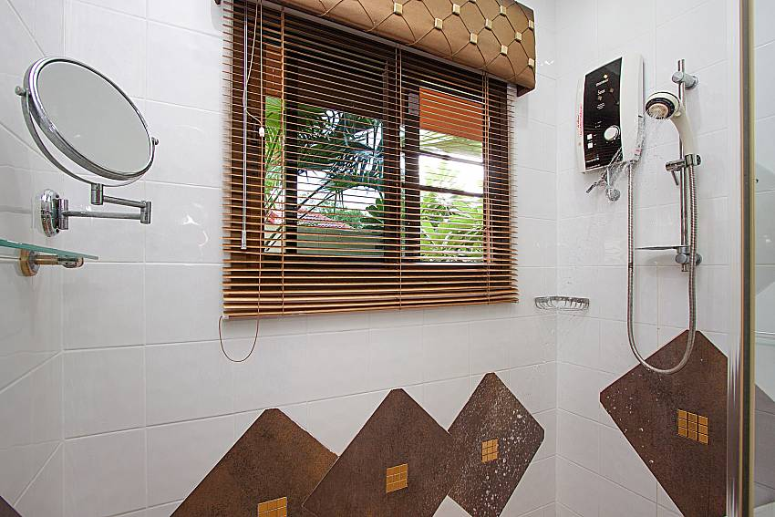 Shower Villa Oditi in Phuket