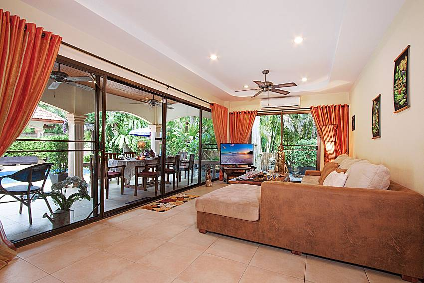 Living room with TV Villa Oditi in Phuket