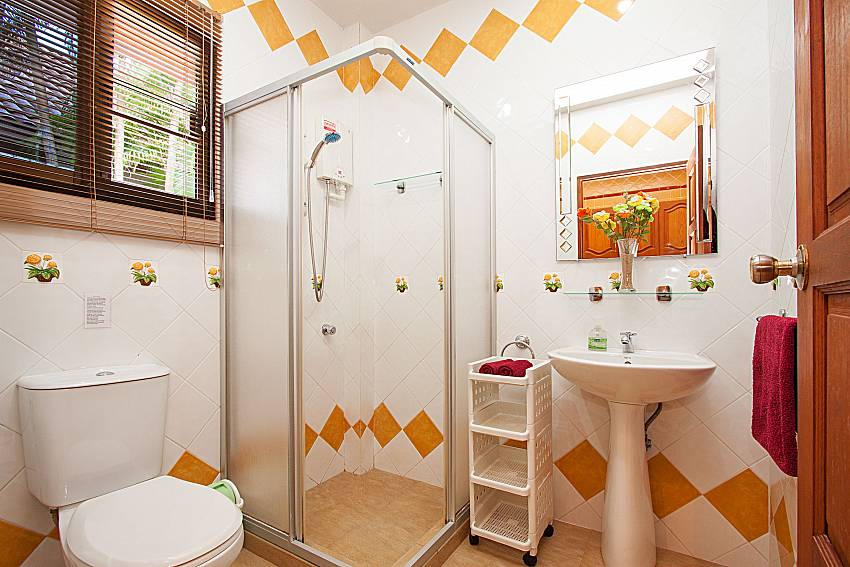 Bathroom with shower Villa Oditi in Phuket