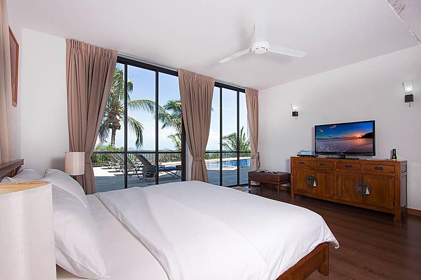Bedroom with TV Phukea Villa in Koh Samui