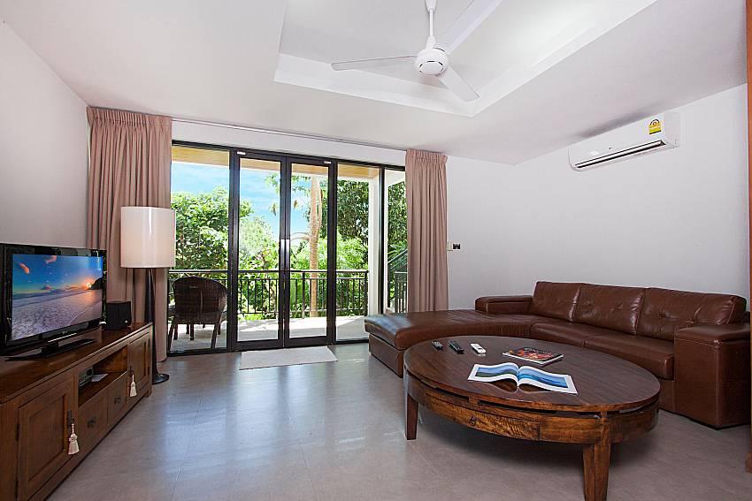 Living room with TV Phukea Villa in Koh Samui