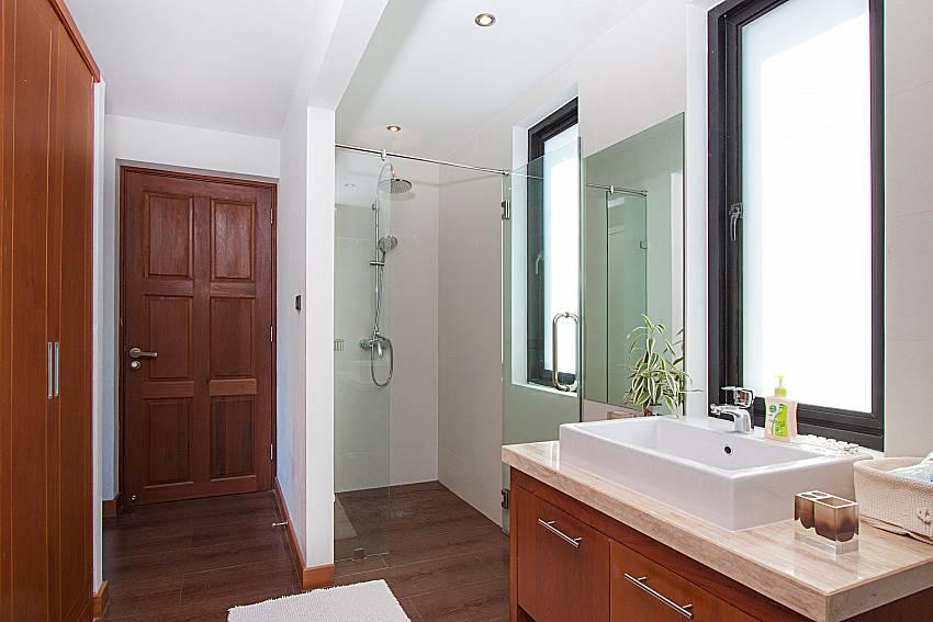 Bathroom with shower Phukea Villa in Koh Samui