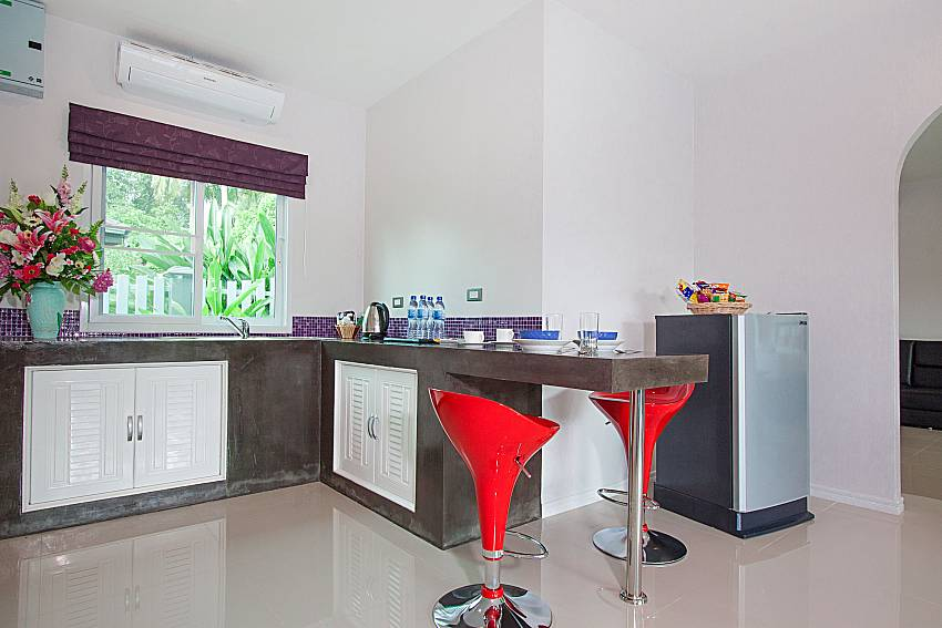 Kitchen Lannister Villa Resort in Bangsaray Pattaya