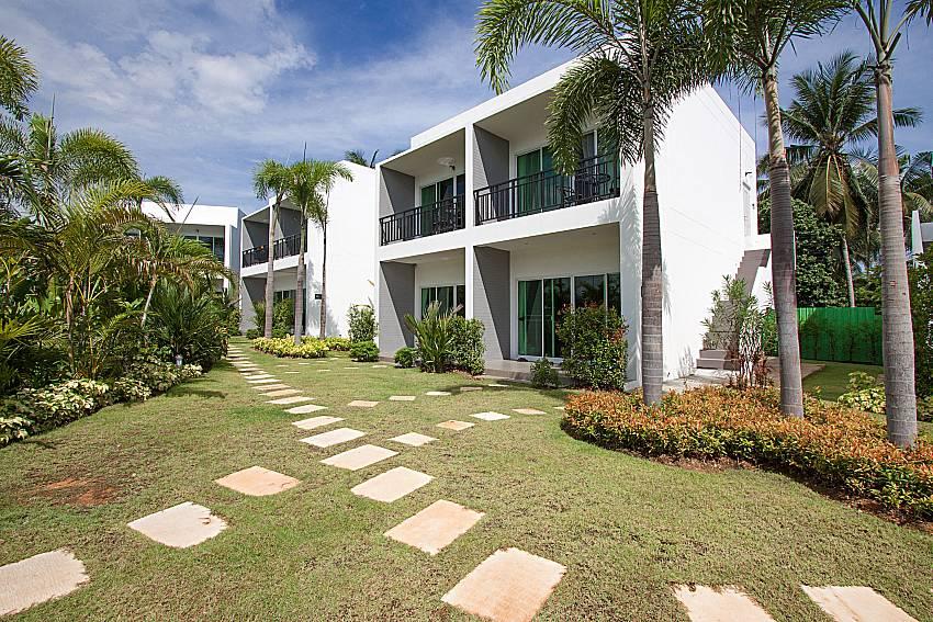 Garden and property Lannister Villa Resort in Bangsaray Pattaya